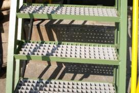 Kompozit merdiven basamağı